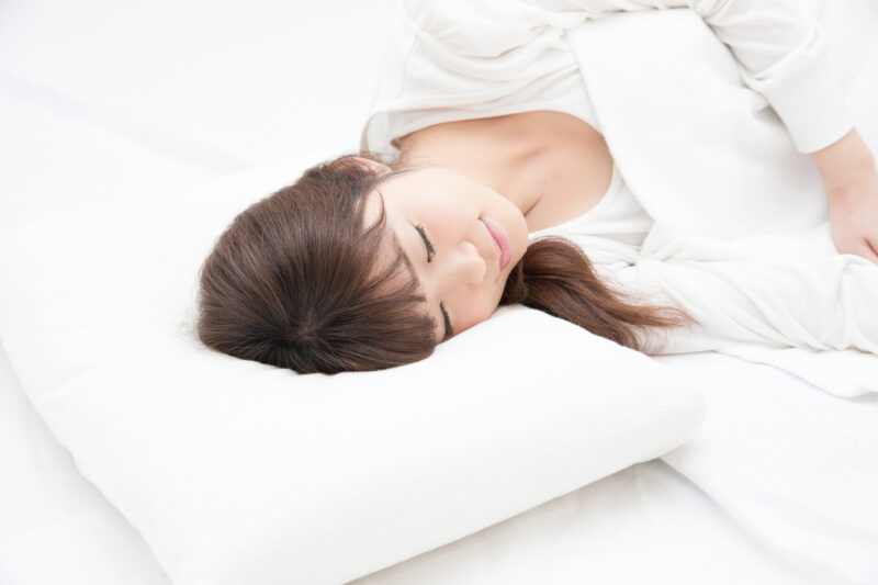 熱帯夜。だけど、ぐっすり寝たい。室温28℃を検知して冷房がつく魔法のアイテム